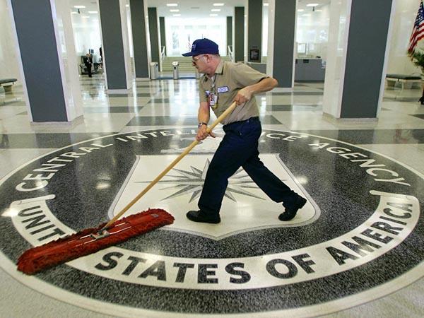 ФБР опросит сотни человек, расследуя утечки ЦРУ на сайте Wikileaks