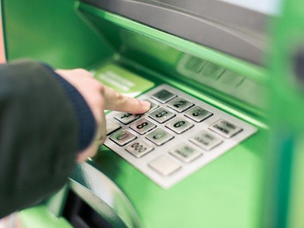 Молодые омские хакеры пытались украсть из банкомата два миллиона