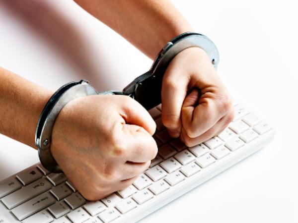 Пытавшиеся украсть $500 000 через PoS-терминалы хакеры получили сроки