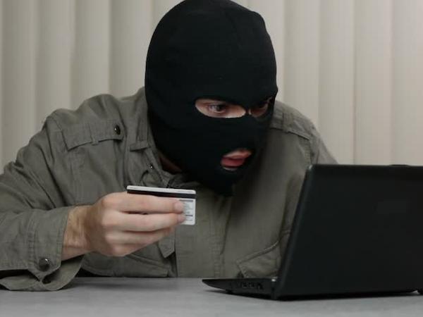 Мошенники отправляют россиянам фальшивые письма с логотипами банков