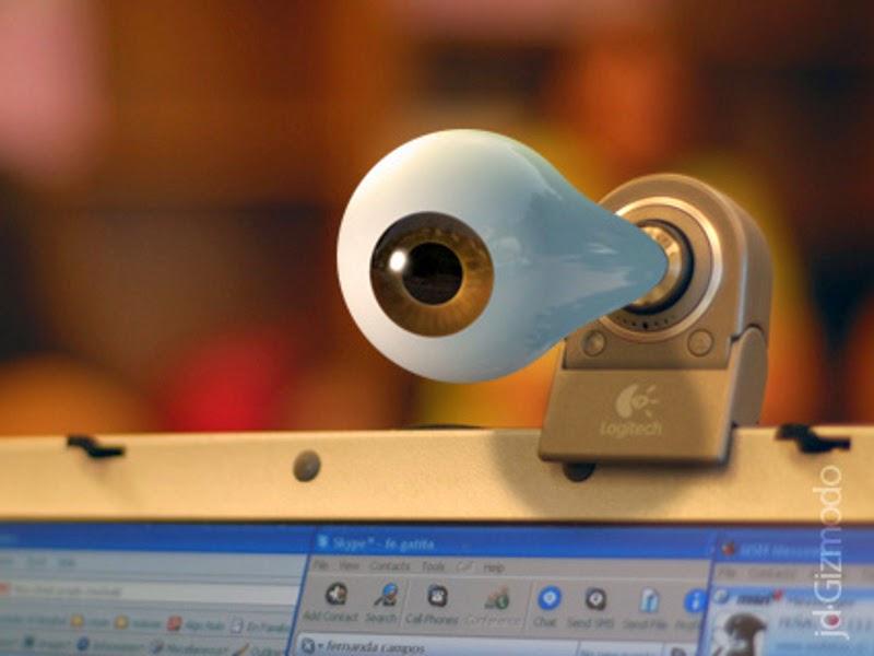 Четверть россиян боится слежки через веб-камеру.
