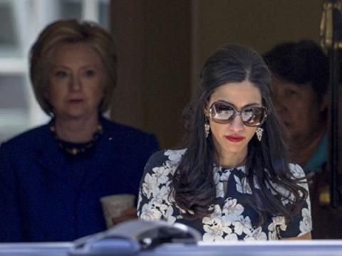 Госдеп нашел почти 3000 секретных писем на компьютере помощницы Клинтон