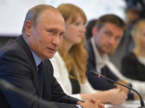 Путин поручил IT-компаниям перейти на отечественное ПО