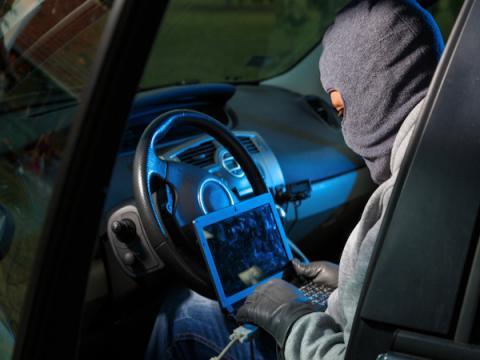 Эксперты подчеркнули опасность взлома современных автомобилей