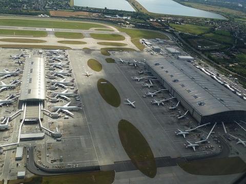 Сотрудник аэропорта Хитроу потерял флешку с данными службы безопасности