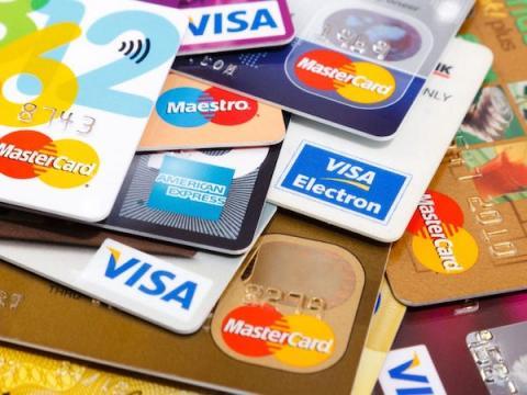 Школьник из Энгельса оригинально похищал средства с банковских карт