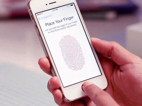 ФБР получает доступ к iPhone, прикладывая пальцы мертвых людей