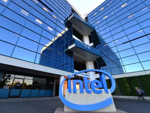 Неизвестные выкрали данные о доходах Intel с официального сайта компании