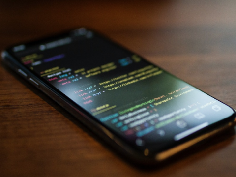 Apple начала раздавать разлоченные iPhone участникам новой ИБ-программы