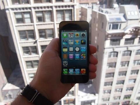 Курганец судится с Apple из-за блокировки краденного iPhone 5