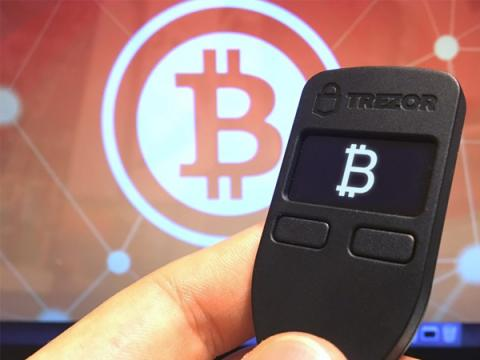 Пользователей криптокошелька Trezor отправляли на фишинговый сайт