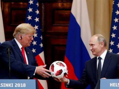 Путин передал Трампу в Хельсинки мяч с чипом внутри