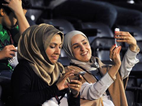 Слежка за супругами в Саудовской Аравии теперь уголовно наказуема