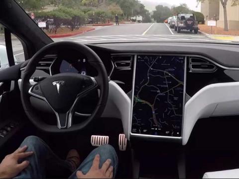 Настройки беты автопилота Tesla Full Self-Driving просочились в Сеть