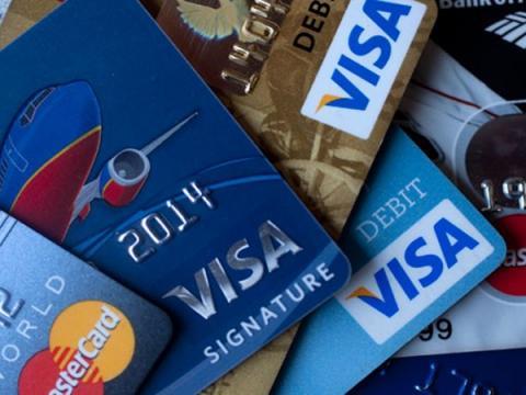 Кражи с банковских карт россиян происходят из-за их доверчивости