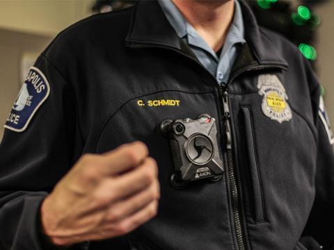 Злоумышленники могут проникнуть в нагрудные камеры полиции
