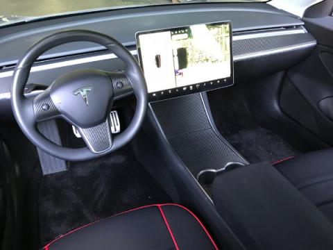 Tesla подарит автомобиль Model 3 за обнаружение в нем уязвимостей