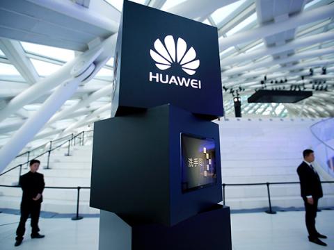 Риски привлечения Huawei можно контролировать, считают в Британии