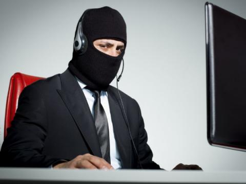 Мошенники звонят россиянам с номеров банков