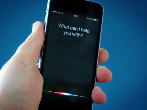 Apple временно прекращает делиться с подрядчиками записями Siri