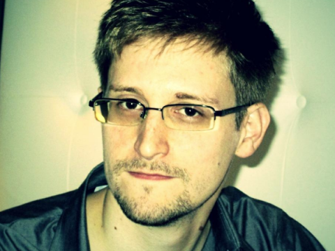 Эдвард Сноуден: Facebook шпионит за вами, я научу вас защищаться