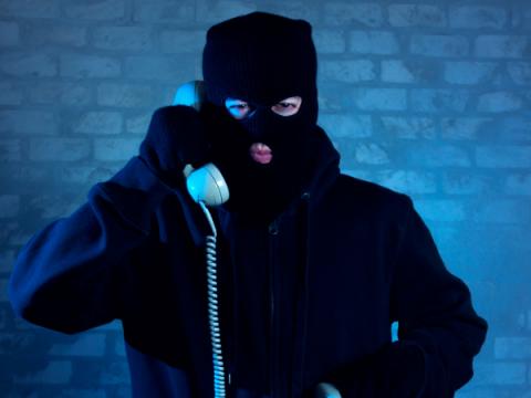 Мошенники по-новому разводят россиян — через TeamViewer и смартфоны