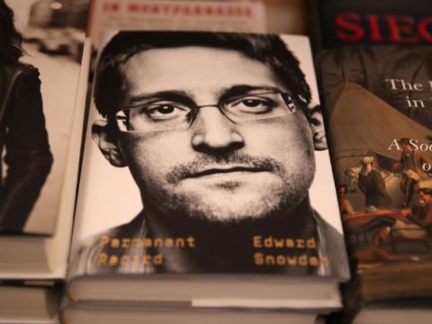 Emotet теперь маскируется под новую книгу Эдварда Сноудена
