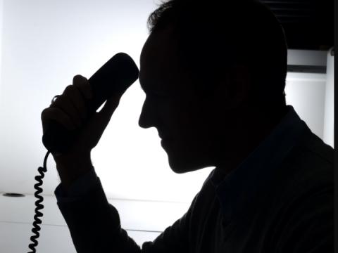 В 90% случаев операторы не реагируют на звонки мошенников россиянам