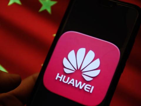 Huawei предлагает хакерам $220 000 за обнаружение бэкдора в смартфонах