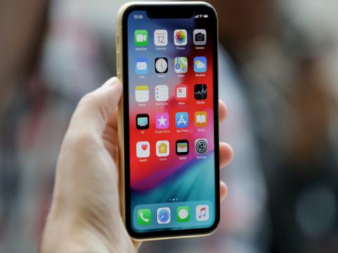 Apple хочет защитить дисплеи iPhone и iPad от подглядывания