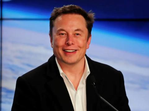 Программист подставил себе лицо Илона Маска в видеоконференциях Zoom