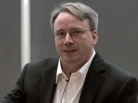 Линус Торвальдс принес извинения за грубые слова в адрес разработчиков