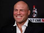 Бывший чемпион и легенда UFC оказался голым в Сети