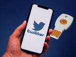После взлома Twitter сотрудников обязали использовать электронные ключи