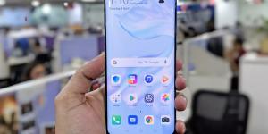 Смартфоны Huawei крутили рекламу Booking.com на заблокированном экране