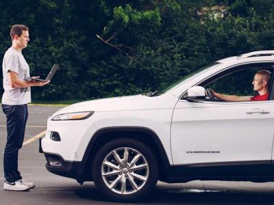 General Motors взял на работу хакеров, взломавших машины Jeep