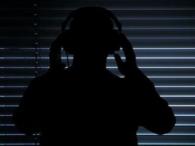Хакеры научились подслушивать через наушники