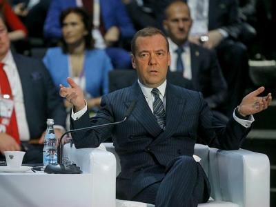 Медведев: Санкции не помешают развитию цифровых технологий в России