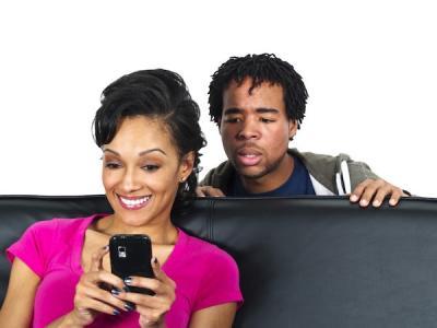 Супругов могут обязать давать письменное согласие на доступ к гаджетам