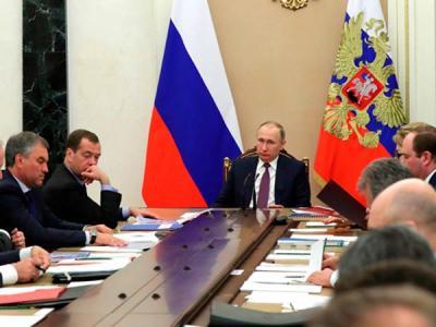 Путин предложил усилить персональную ответственность чиновников за ИБ