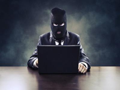 Киберпреступник от лица чиновников хамил гражданам Астраханской области
