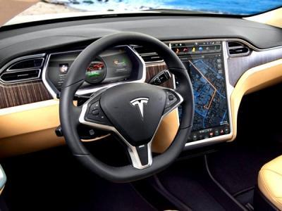 Автомобиль Tesla можно угнать, заразив смартфон владельца вирусом