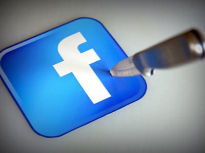 Пользователи начали удалять приложение Facebook после скандала с данными