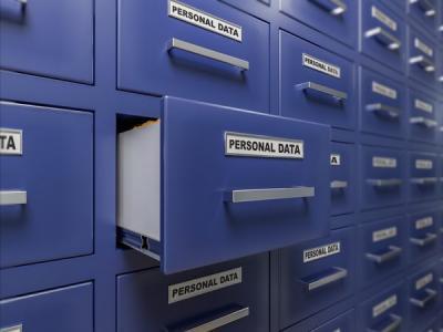 Роскомнадзор проверит Facebook и Twitter относительно хранения данных