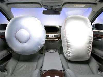 МЧС: Киберпреступники могут отключать подушки безопасности в автомобилях