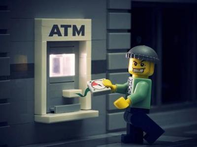 Арестованы преступники, заставляющие банкоматы выплевывать деньги