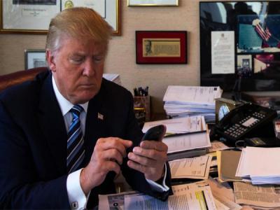 Сенаторы США запросили информацию о смартфоне Дональда Трампа