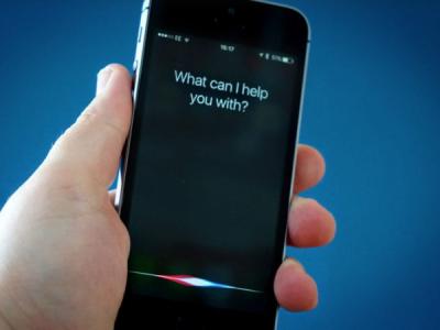 Apple временно прекращает делиться сподрядчиками записями Siri