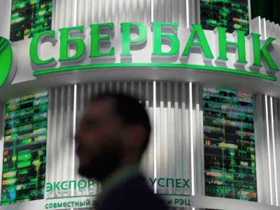 Сбербанк выявил сотрудника, продавшего киберпреступникам данные клиентов