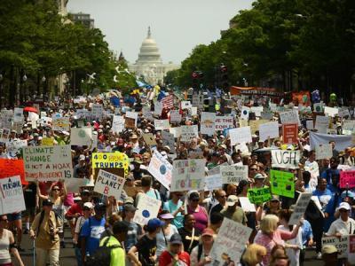 Минюст США нацелился получить данные о протестующих против Трампа